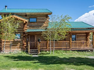 Spacious Buena Vista Cabin Near Creek w/Mtn Views!