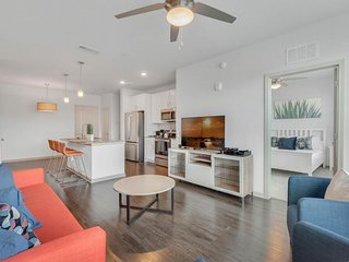 Roomy Orlando Apartment- 2Bed/2Bath- Very close to Disney, Universal & Sea World