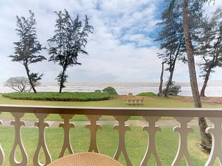 Oceanfront condo w/ shared pool & hot tub - beautiful beach views from the lanai