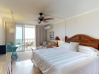 Oceanfront condo w/ shared pool & sauna, beautiful beach views from the lanai