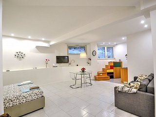 Posillipo Villa Sleeps 4 with Air Con and WiFi - 5586239