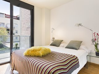 Sant Gervasi Apartment with balcony in the City Center for 6