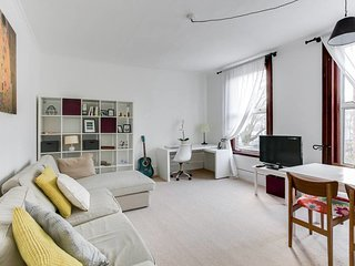 Sunny & Stylish 2Bed Duplex in Maida Vale