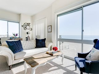 5-Star Beach Apt / Stunning Panoramic Ocean Views