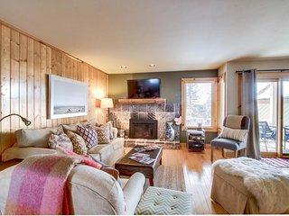 Newly remodeled condo, close to golf & skiing, w/ shared pool, hot tub & sauna