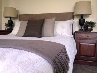 Luxury Garden Suite+Private Courtyard+WiFi+Welcome Continental Breakfast Basket