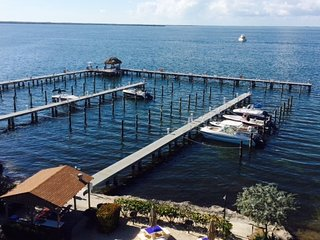 Gorgeous 2 bedroom ocean-view condo with BOAT SLIP included and amazing sunsets!