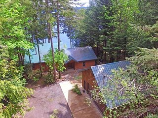 Spacious Hood Canal Cabin with beach access!!