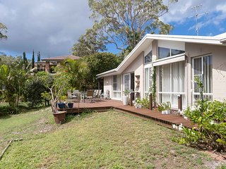 'Serenity', 7 Mulloway Place - Peaceful house with air con Netflix & WIFI