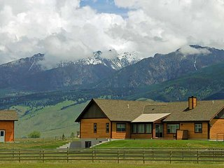 Obsidian Lodge in Paradise Valley Near Yellowstone National Park