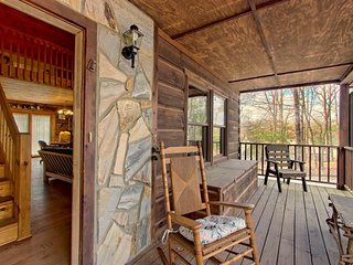 Secluded lakefront cabin with a front porch and wood stove - dogs welcome!