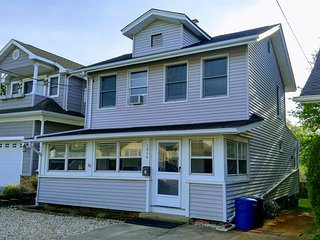 PRICE REDUCED The Beach House: walk to the beach or BBQ out back