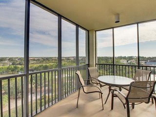 Elegant condo w/ shared tennis, pool, & hot tub plus golf course views