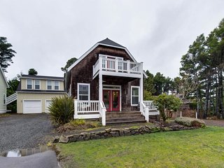 Cute home with nearby beach access, private hot tub, great deck space, etc