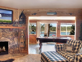 A Panoramic Lakefront with dock - Newly remodeled extra spacious cabin