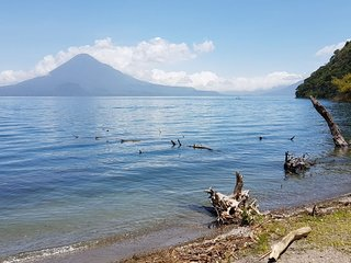 Apartamento con vista  al lago de Atitlán en Guatemala.  Incluye desayuno chapín