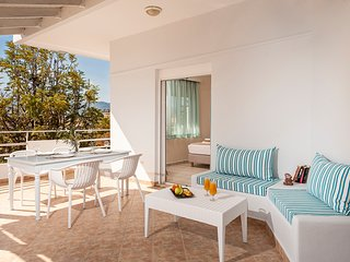 Dream Holidays-City Apartment-50m from Sandy Beach!5min from Old town and center