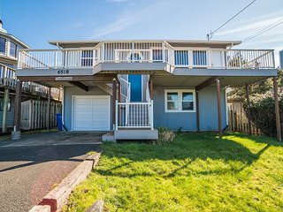 Enjoy this Roads End home w/ ocean views & hot tub at an affordable price!