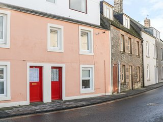 SEA SPRAY, pet friendly, charming interior, sea views, in Eyemouth