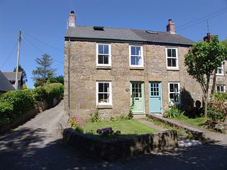 1 THE COTTAGES, pretty semi-detached 18th cent. cottage, close to Cornwalls most