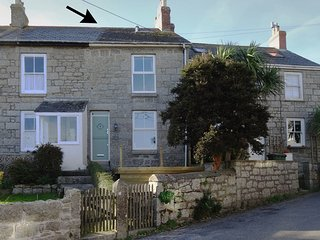3 TRUNGLE COTTAGES, stylish cottage close to pretty harbour village. Mousehole 1