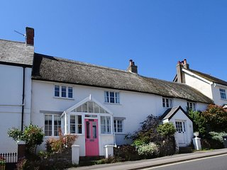 BADGER COTTAGE, Grade II listed, pet friendly cottage in popular Dorset town, 1/
