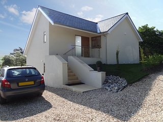 PIPPIN, stylish holiday home with sea views. In Charmouth.