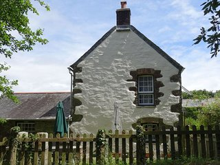 BADGER COTTAGE, comfortable cottage on 55 acre farm with play area and games cab