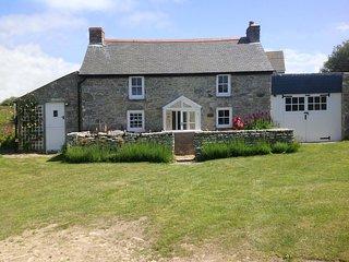 EVERGREEN, beautiful, detached, Grade II listed cottage close to coast. Praa San