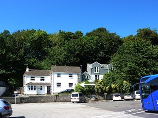 STONES THROW, cosy ground floor apartment in popular Cornish harbour village. In