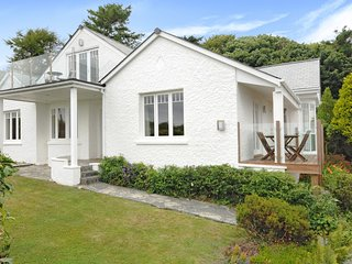 BONNY ALVA, superb, pet friendly detached home with spectacular sea views. St