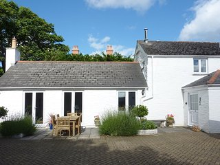 LITTLE BARN COTTAGE, beautiful, detached stone-built cottage close to superb bea