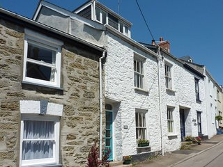 QUARRY COTTAGE, cosy three-storey cottage, 150 yards from the pub, shops and qua