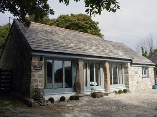 HIDEAWAY BARN, attractive, single-storey, converted barn in popular Cornish harb