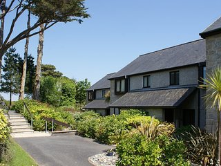 NO 65 LOWER MAEN COTTAGES, smart, comfy house on the Maenporth Estate, with indo