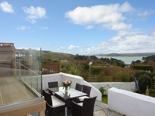ROSE DA MAR, stylish pet friendly cottage with commanding views over Falmouth Ba
