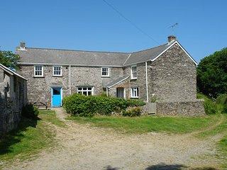 POLCREEK FARMHOUSE, traditional 17th cent. Cornish farmhouse with open fire, lar