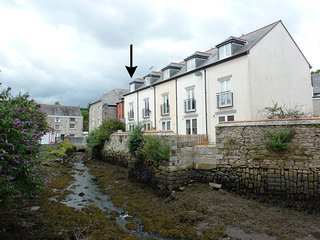 RIVER DANCE, three-storey townhouse on the banks of the Penryn River, just 500 y