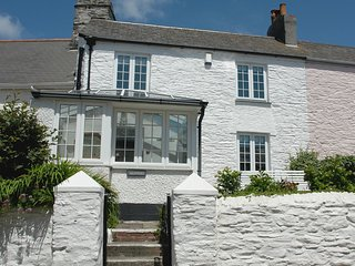 SKIPPERS, charming, comfortable cottage with sea views in popular Cornish villag