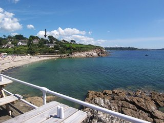 BOSLOWEN, comfortable, apartment with panoramic sea views, close to beaches. In