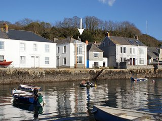 WATERSIDE HOUSE, waterside house with superb sea views. Falmouth 5 miles.