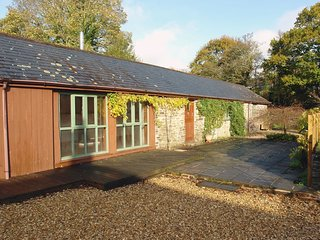 SHUTE BARN, spacious, single-storey cottage in pretty village location. In Lerry