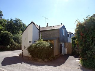 MOTE COTTAGE, charming period cottage in pretty village location. In Lerryn.