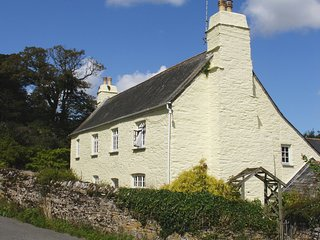 TREGONHAWKE FARMHOUSE, handsome, pet friendly period farmhouse, close to sandy b