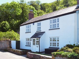 LAKESIDE, pretty, waterside cottage with superb lake views. In Millbrook.
