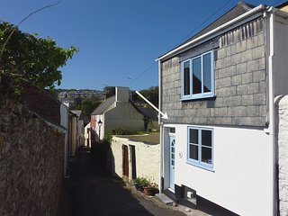 CHOUGH COTTAGE, stylish, upside down house with sea views in popular Cornish vil
