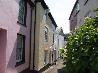 PENTREATH COTTAGE, stylish, pet friendly townhouse, close to the beach in the po