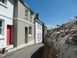16 ST ANDREWS STREET, historic, stylish, pet friendly cottage, close to the beac