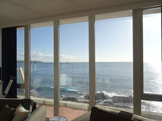 RED PEG, top floor apartment in historic coastal fort, stunning sea views, Kings