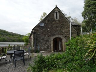 THE BOAT HOUSE, detached, 400 year old former boathouse in a riverside
